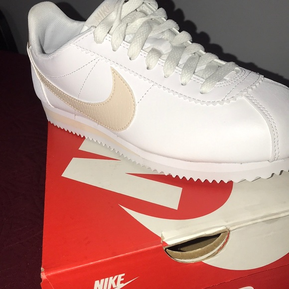 Classic Nike Cortez Leather d1c75e456